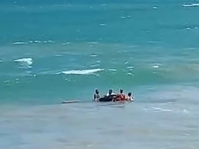 Corpo de Bombeiros resgata vítimas de afogamentos em três praias da Grande João Pessoa durante feriado