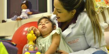 Crianças com microcefalia causada por zika têm desenvolvimento neurológico heterogêneo, revela estudo
