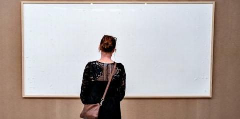 Artista recebe R$ 450 mil de museu e entrega quadro em branco
