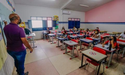 Alunos do 8° e 9° anos do Ensino Fundamental retomam atividades presenciais nas escolas da rede municipal de João Pessoa