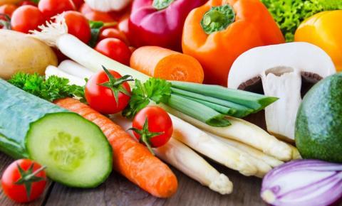 Alimentação saudável ajuda a evitar a perda auditiva